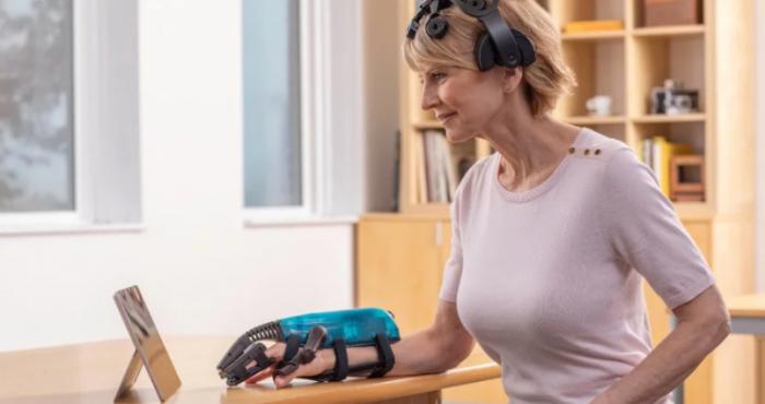 IpsiHand成为首个经FDA批准的脑机接口设备 针对中风康复