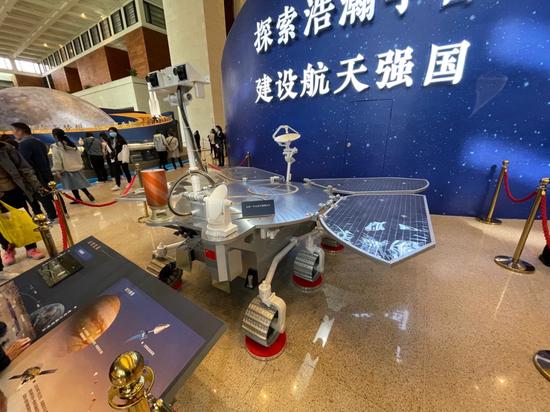 """人民日报评天问一号登陆火星:以探索之心刻下火星""""脚印"""""""