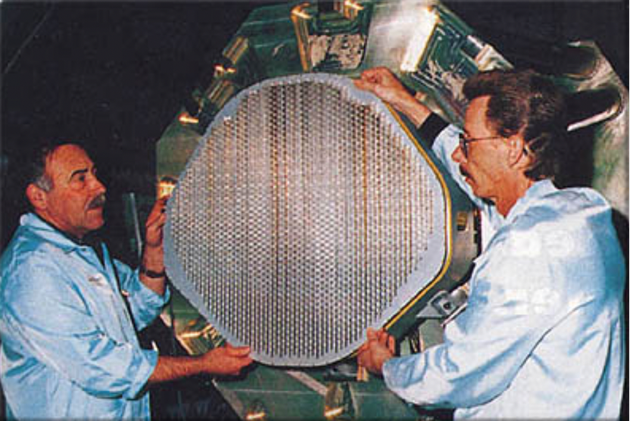 F22上的AN/APG-77相控阵雷达 图片来源:Wikipedia