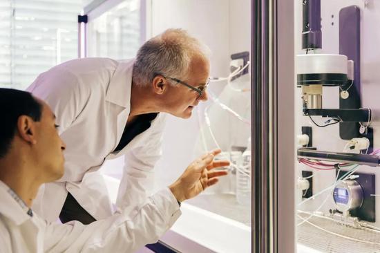 生物制药公司CureVac的RNA打印机能迅速提供mRNA候选疫苗。来源:CureVac
